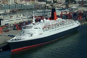 лайнера Queen Elizabeth 2