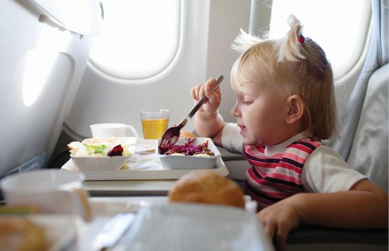хранене на дете на борда на самолет