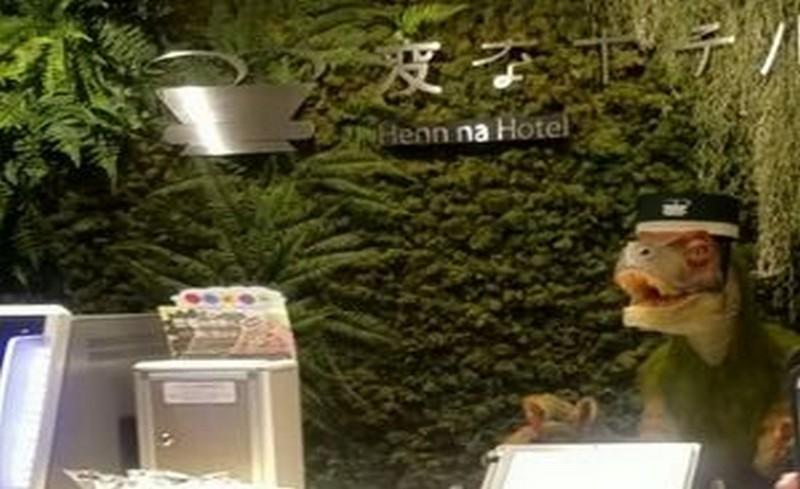 диназоавър на рецепция в хотел в Япония